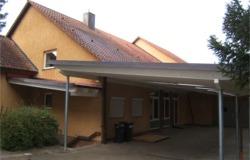 Ansicht der Terrassenüberdachung des Gemeindehauses