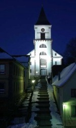Nachtaufnahme der Kirche